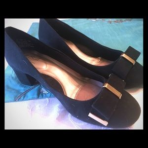 NWOT Black Velvet Heels by Hush Puppies 🐶